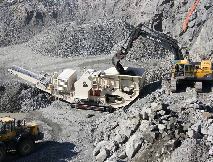 CMB BX400 T88i Tracked Jaw Crusher Plant.