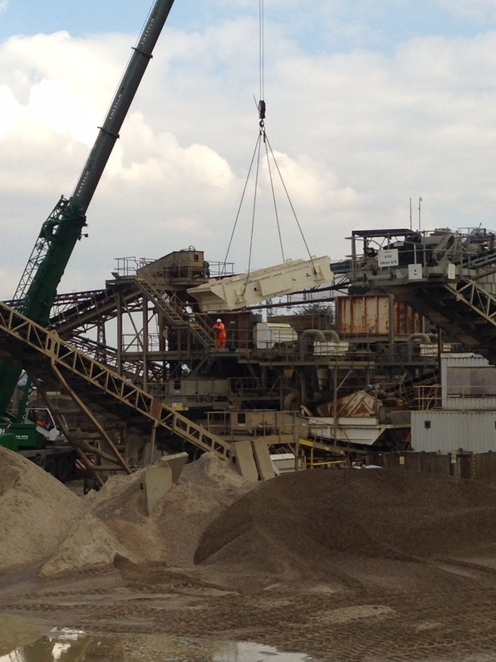 CEMEX Angerstein back into full production with  a 'new design' CMB Aggregate Screen.